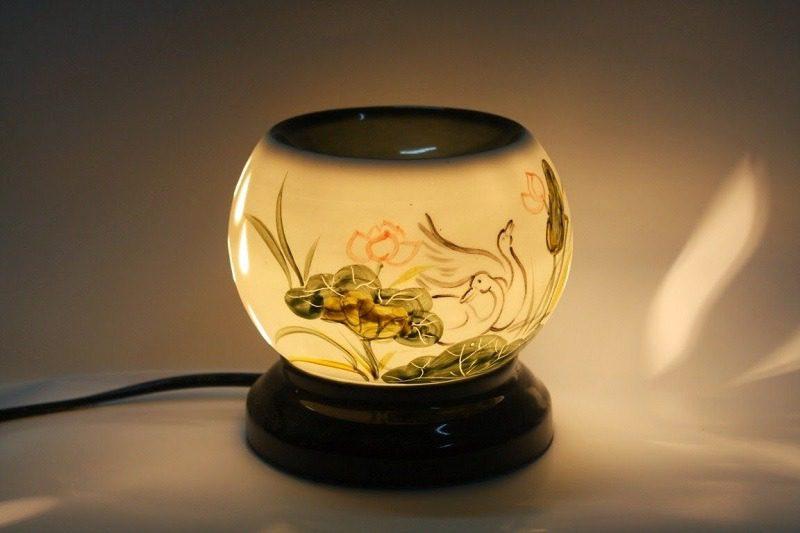 Đèn xông tinh dầu vẽ thuyền trăng – Gốm sứ Bát Tràng