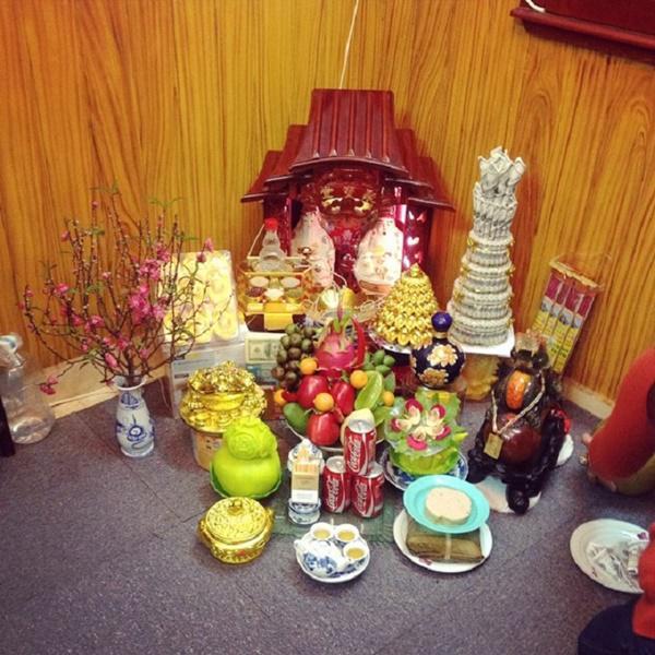 Cách bài trí bàn thờ thần Tài để đón lộc vào nhà