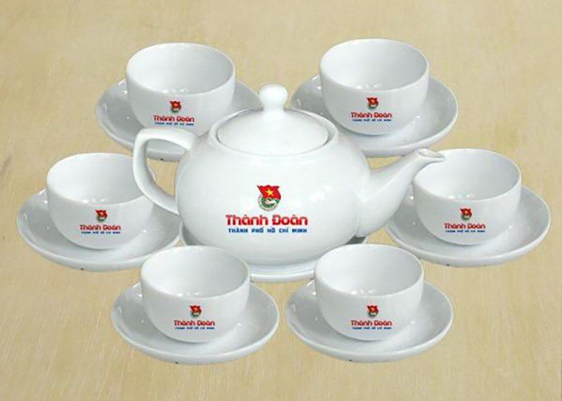 Ấm chén Bát Tràng in logo – Quà tặng cao cấp dành cho khách hàng