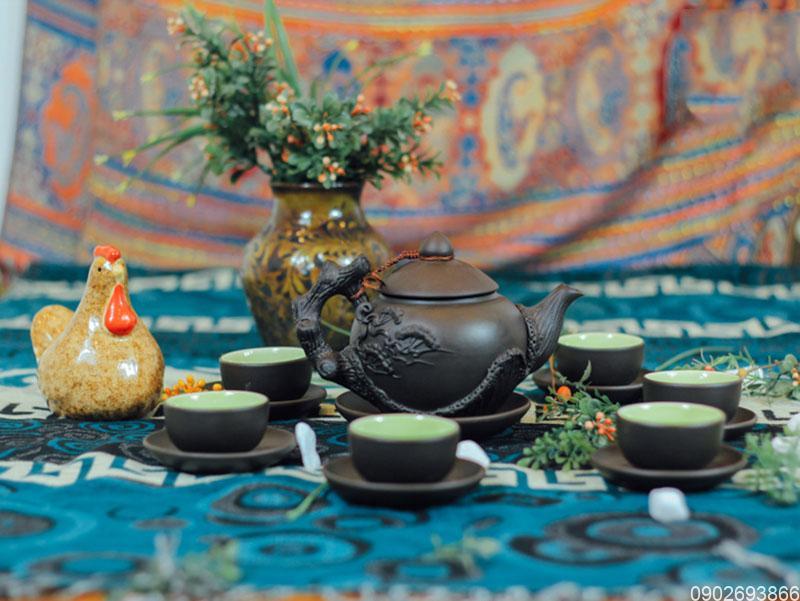 Bộ ấm trà Bát Tràng đắp tách lót S2