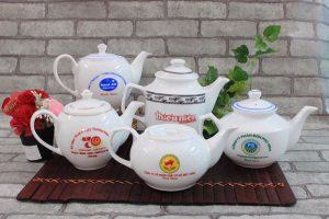 Các ấm trà Bát Tràng phổ biến được khách ưa chuộng