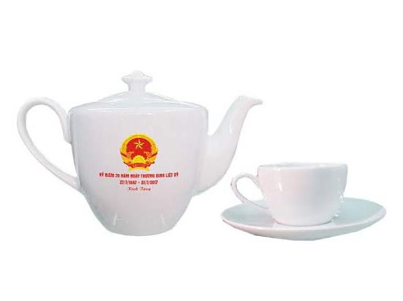 Bộ ấm trà Bát Tràng dáng daisy in logo