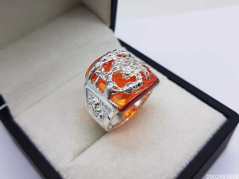 Mệnh Hỏa đeo nhẫn ngón nào? Màu sắc tương sinh, tương khắc?