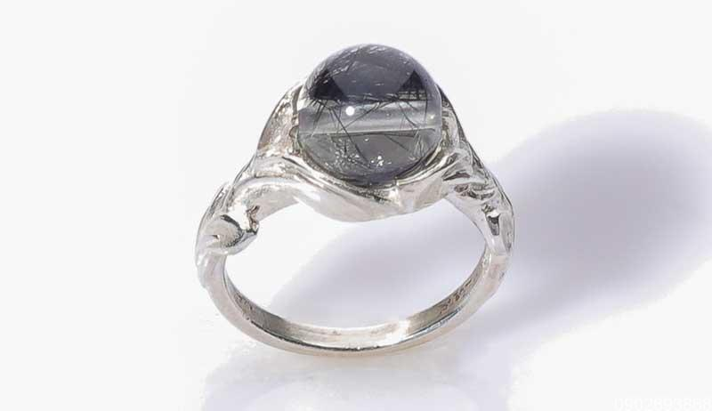 Mệnh Thủy đeo nhẫn ngón nào? Chọn nhẫn phong thủy gia tăng tài vận!