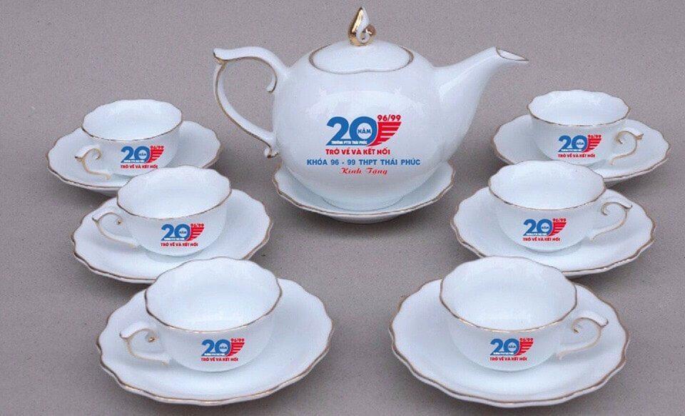 Bộ ấm chén in logo doanh nghiệp làm quà tặng tết 2021