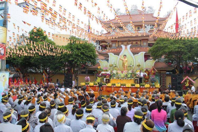 Top 5 quà tặng Cúng Dường trong ngày đại lễ Phật Đản 2020