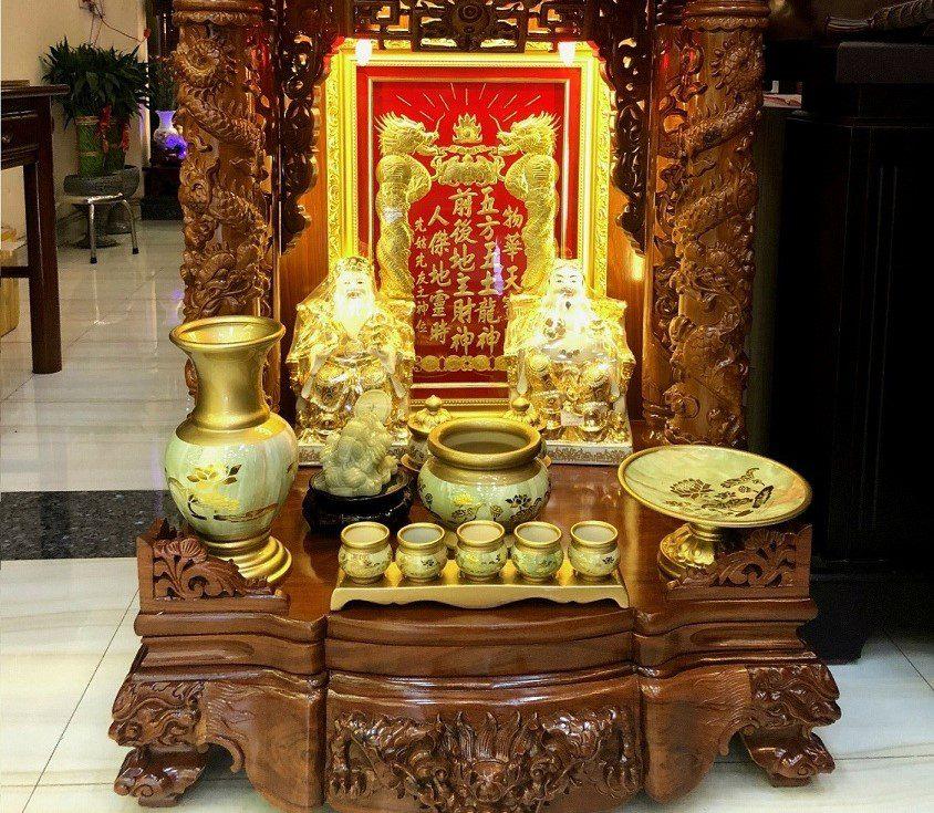 Văn khấn chuyển bàn thờ Thần Tài – Lễ vật & Thủ tục lễ cúng!